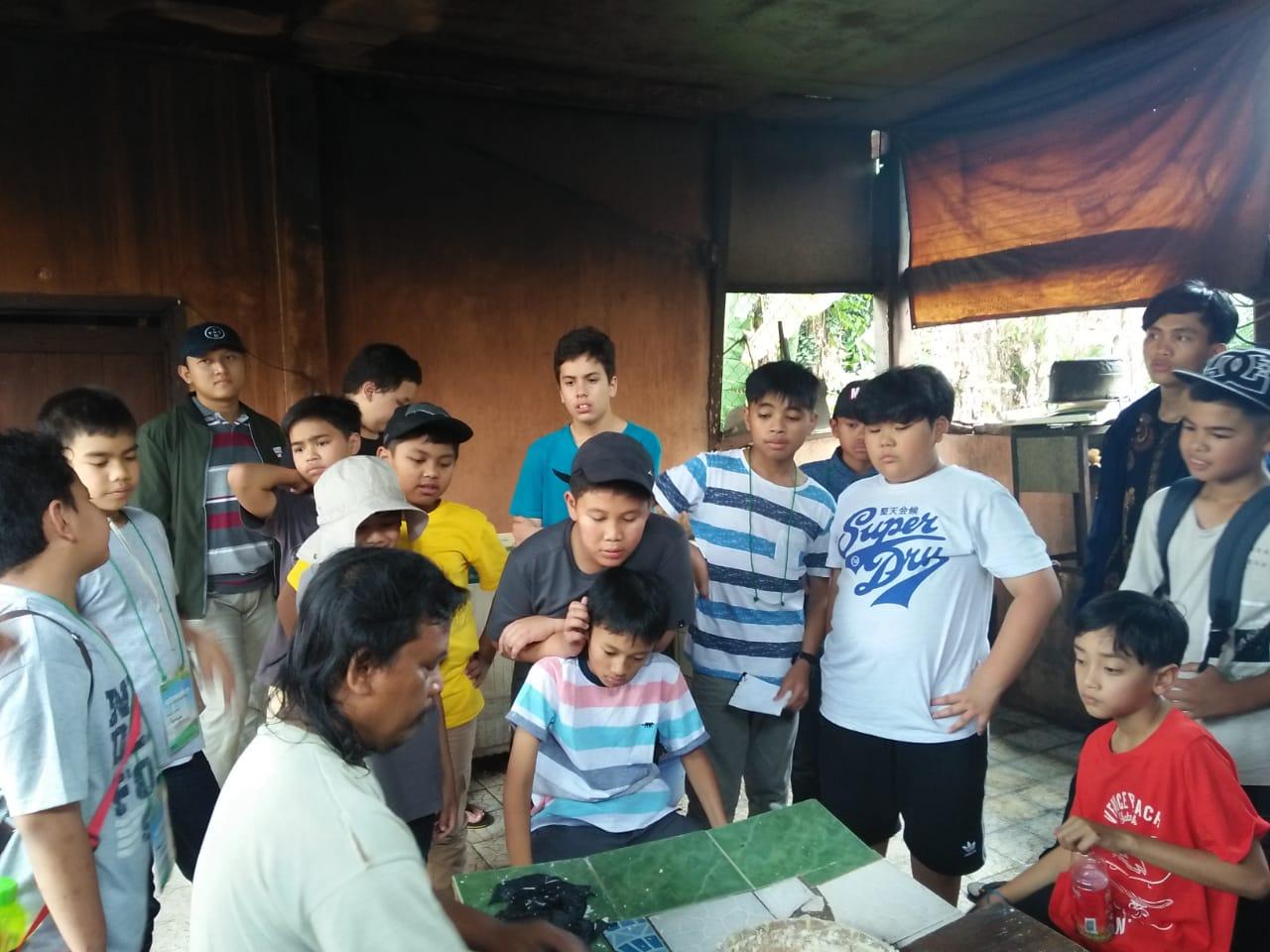 Peserta Deen Camp Kunjungi Pemberdayaan Zona Madina Dompet Dhuafa